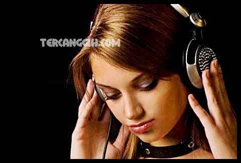 Manfaat Mendengarkan Lagu Sedih